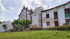Wiele budynków zostało zniszczonych (PAP/EPA/DOMINIC DE SAGON ASA HANDOUT)