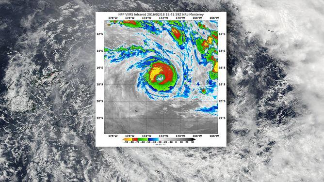 Wieje z prędkością aż 325 km/h. Przepotężny cyklon sunie na Fidżi