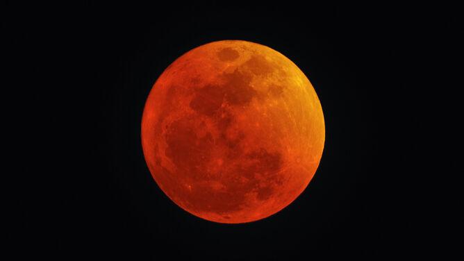 """Całkowite zaćmienie Księżyca już 27 lipca. """"Za naszego życia już dłuższego nie zobaczymy"""""""