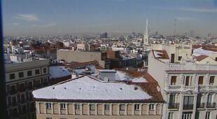 Powalone drzewa po śnieżycy w Madrycie
